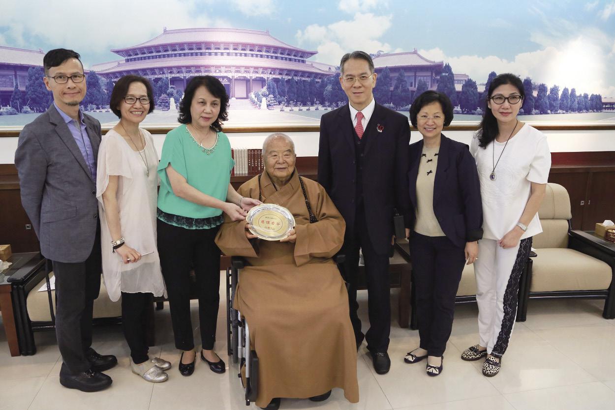 徐新英表示镜报一定会积极参与,也会不断向全世界海内外华人社会及